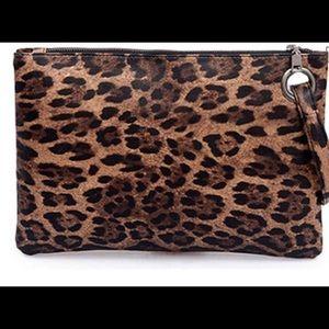 Handbags - 🖤Leopard Print Oversized Clutch (brown)